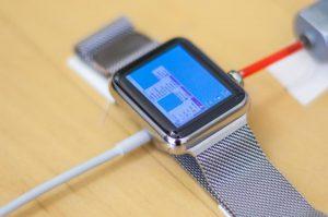 Apple-Watch-running-Windows-95-OS_1